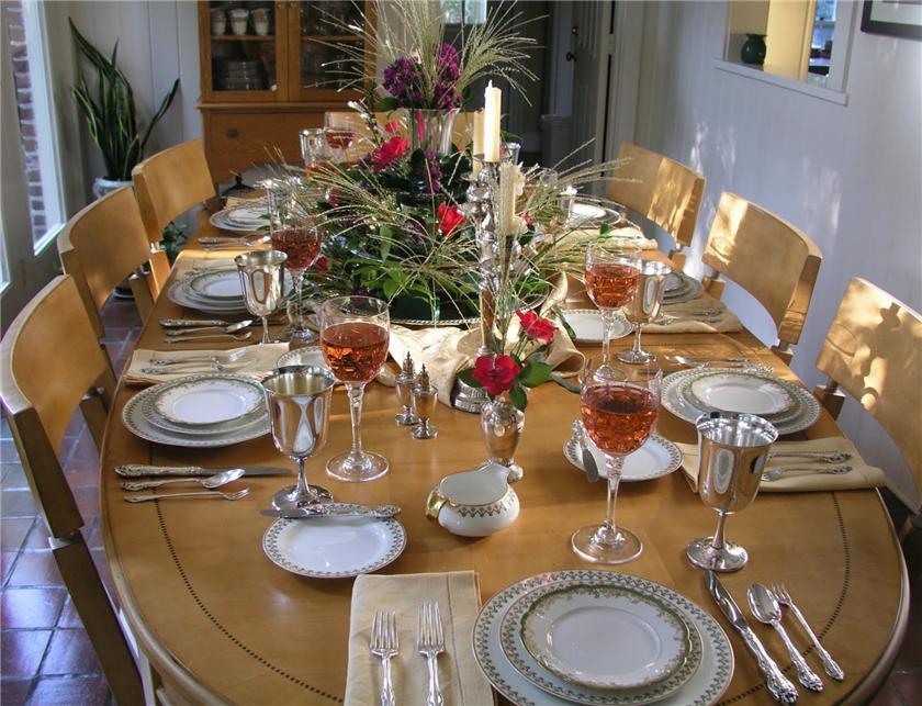 Сервировка стола в домашних 64